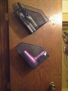 Bathroom organization: Use wire desk organizers on the inside of your closet doors to store your hair irons/ hair supplies Bathroom Organization, Storage Organization, Organizing, Bathroom Storage Diy, Diy Storage, Storage Ideas, Diy Deco Rangement, Ideas Para Organizar, Ideias Diy
