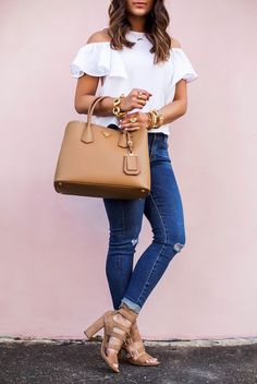 Take a look at the best spring outfits jeans in the photos below and get… Look Fashion, Fashion Outfits, Womens Fashion, Fashion Spring, Mode Style, Casual Chic, Spring Outfits, Casual Looks, Casual Outfits
