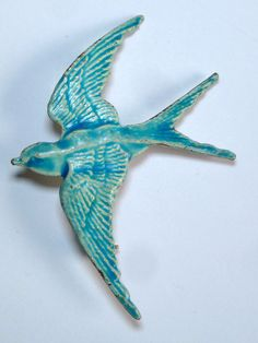 A VINTAGE 1950s BLUE ENAMEL SWALLOW IN FLIGHT BROOCH Modern Jewelry, Jewelry Art, Vintage Jewelry, Jewelry Design, Jewellery, Rings N Things, Baubles And Beads, Bluebirds, Swallows