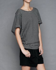 I love Henrik Vibskov's clothes. often one-size but amazingly structured in unexpected places to give shape. Adore this blouse! Suffice to say, totally it Unique Fashion, Diy Fashion, Fashion Photo, Fashion Design, Short Outfits, New Outfits, Cool Outfits, Dressed To The Nines, Get Dressed