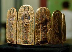 Crown of Byzantine emperor Constantine IX... | Museum of artifacts