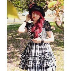 【hester.photo】さんのInstagramをピンしています。 《My fashion: Since it's going to be autumn, here a little bit of spring 🌸🌸🌸✨ Rori under sakura #lolita #lolitadress #lolitastyle #lolitafashion #redhair #wig #fashion #fashionblogger #perücke #checkered #gingham #kariert #blackandwhite #shooting #model #mystyle #babythestarsshinebright #sakura #tree #blumen #flower #花 #花見 #桜 #ロリータ #ロリータファッション #ファッション #japanesefashion #leipzig》