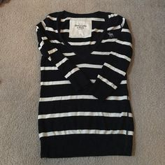 Abercrombie & Fitch sweater size Small Abercrombie navy and creme sweater size small. Good condition with a little piling under the arms. See picture 3. Abercrombie & Fitch Sweaters V-Necks