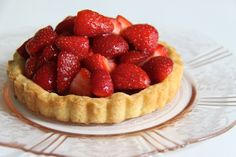 Nothing more absorbing than tea and a delicious strawberry tart. Strawberry Pie, Strawberry Recipes, Vegan Desserts, Dessert Recipes, Vegan Wedding Cake, Homemade Butter, Cold Meals, Recipe Of The Day, Kitchens