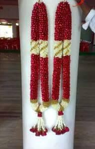 Unobridge is one stop solution for all parties and event needs.Best wedding planners in bangalore Flower Garland Wedding, Floral Garland, Flower Garlands, Wedding Flowers, Wedding Garlands, Wedding Hall Decorations, Marriage Decoration, Engagement Decorations, Flower Centerpieces