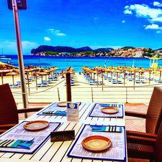 Ausblick vom Sotavento Restaurante auf den Playa La Romana in Paguera Mallorca in der Mittagssonne Hotel Am Strand, Cala, Das Hotel, Romans, Pictures, Colorful Houses, Formal Gardens, Vacation Places