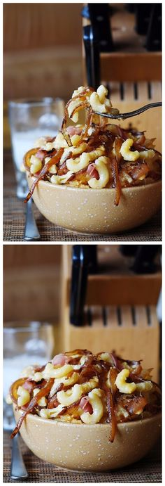 Macaroni and cheese with bacon and caramelized onions Ingredients: 1 tablespoon olive oil 3 onions, medium or large, sliced pinc. Cheese Recipes, Real Food Recipes, Great Recipes, Cooking Recipes, Favorite Recipes, Rice Recipes, Easy Recipes, I Love Food, Good Food