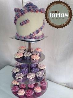 Tarta y cupcakes flores de chocotae negro, fresas.... Hecho por Sontartas