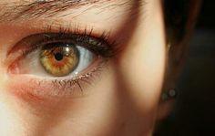 Hazel eyes are one of the least understood eye colors, green and brown. Hazel eyes have less melanin than brown eyes, but more than blue eyes. Beautiful Eyes Color, Pretty Eyes, Cool Eyes, Gorgeous Makeup, Hazel Green Eyes, Hazel Eyes, Blue Eyes, Green Brown Eyes, Dark Eyes