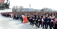 위대한 수령 김일성동지와 위대한 령도자 김정일동지의 동상에 제5차 4월의 봄 인민예술축전참가자들 꽃바구니 진정