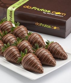 Chocolate Dipped Strawberries, Chocolate Sweets, Chocolate Covered Strawberries, Dessert Cups, Dessert Buffet, Food Bouquet, Flan Cake, Baking Business, Rainbow Food