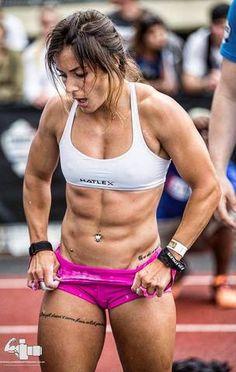 Crossfit Women, Crossfit Athletes, Crossfit Chicks, Crossfit Abs, Photo Souvenir, Muscle Girls, Female Athletes, Train Hard, People