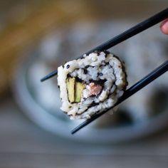 California Rolls. Receta norteamericana con Thermomix Aunque el sushi es un plato de origen japonés elaborado con arroz los California Rolls es un plato fruto de la fusión del sushi japonés adaptado al gusto Norteamericano. En 1963 nacieron los California Rolls de la mano del cocinero japonés Mashita Ichiro que preparó un sushi japonés al …