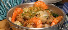 Receita de Cataplana de mariscos com carne. Descubra como cozinhar Cataplana de mariscos com carne de maneira prática e deliciosa com a Teleculinaria!