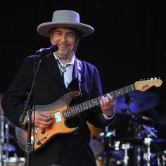 Cantor americano Bob Dylan vence o Prêmio Nobel de Literatura 2016 https://angorussia.com/cultura/literatura/cantor-americano-bob-dylan-vence-premio-nobel-literatura-2016/