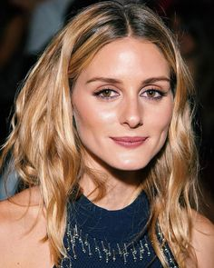 """Gives you a seamless satin finish with the appearance of being lightened by the sun. How it works """"The balayage lightens different sections, but instead of ending up with a raw, Olivia Palermo Lookbook, Olivia Palermo Style, Hair Gloss, Layered Hair, Balayage Hair, Color Mixing, Hair Makeup, Hair Styles, Instagram"""