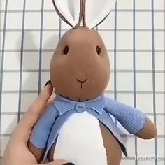 How to make a half easter rabbit. Diy Sock Toys, Sock Crafts, Sewing Crafts, Sewing Projects, Sewing Diy, Diy Crafts Hacks, Diy Crafts For Gifts, Fun Crafts, Sewing Stuffed Animals