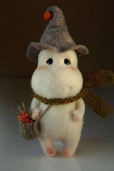 Dark winter nights - time to resume felting woodland creatures methinks! Felt Crafts, Diy And Crafts, Arts And Crafts, Needle Felted Animals, Felt Animals, Needle Felting Tutorials, Cute Toys, Wet Felting, Felt Toys