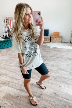 Posts from ashleeknichols | LIKEtoKNOW.it We Wear, How To Wear, Fashion Group, The Chic, Affordable Fashion, Everyday Fashion, Stylish Outfits, Your Style, Autumn Fashion