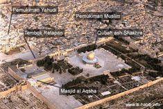 Foto udara wilayah Al Quds atau Haram al Syarif, Yerusalem, Palestina. Terlihat posisi Kubah Emas (Qubah ash Shakhra) yang berdekatan dengan Masjid Al Aqsha.