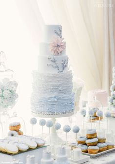 Blue themed wedding cakes and table decor. Dessert table for the wedding Fondant Cupcakes, Fun Cupcakes, Cupcake Cakes, Cake & Co, Cake Art, Eat Cake, Beautiful Wedding Cakes, Beautiful Cakes, Amazing Cakes