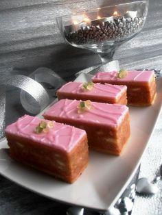 Illéskrisz Konyhája: PUNCS SZELET Hungarian Desserts, Hungarian Cuisine, Hungarian Recipes, Hungarian Food, Sweets Recipes, Cooking Recipes, Delicious Desserts, Yummy Food, Best Food Ever