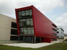Edificio de oficinas en el Parque Tecnológico de Paterna (Valencia) realizado por Mª José Sáez Domingo, Arturo Silvestre Navarro y Mario Jannone Forés.