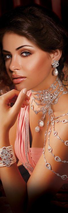 "Mirari ""Symphony of Strings"" necklace with matching earrings and bracelet."