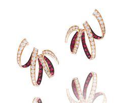 Boucles d'oreilles Ruban d'Alexandre Reza en or rose, diamants et rubis
