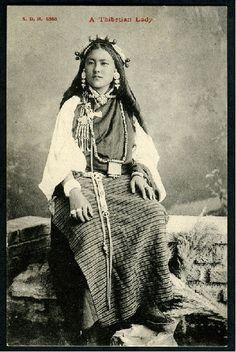 A wine of wizardry - grand-bazaar: Tibet Tibetan Clothing, Tibetan Jewelry, Dalai Lama, Old Pictures, Old Photos, Nepal, Photos Vintage, Vintage Photographs, People