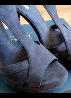 Kup mój przedmiot na #vintedpl http://www.vinted.pl/damskie-obuwie/na-wysokim-obcasie/8256615-sliczne-szare-szpilki-marki-zara