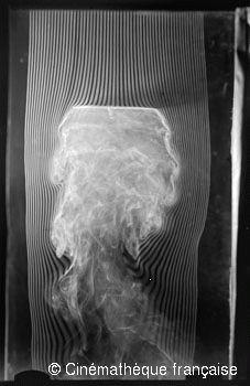 Pierre Noguès,Plan normal de 20cm., cuarta y última versión de la máquina de humo, dotada de 57 canales,© Cinémathèque française
