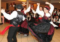 Rancho Folclórico Dança na Eira. The women are in Mordoma costumes.