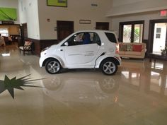 Rent a Wheego LiFe electric car at the Alexander Hotel in the Cayman Islands!