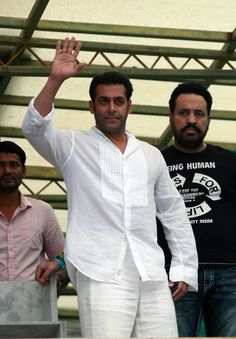 Salman Khan was the picture of peace on the holy occasion of Eid ul Fitr. #Bollywood #Fashion #Style