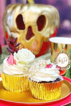Don't miss this enchanting Snow White birthday party! The cupcakes are so pretty! See more party ideas and share yours at CatchMyParty.com #catchmyparty #partyideas #snowwhite #snowwhiteparty #princessparty #girlbirthdayparty #cupcakes