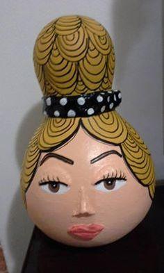 Artista Alessandra Menezes - Arte da minha coleção Homemade Art, Painted Gourds, Garden Yard Ideas, Gourd Art, Button Crafts, Gisele, Craft Work, Easy Projects, Vases