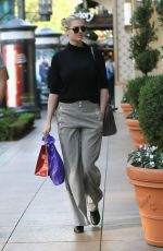 Kate Upton is seen as she back from shopping at The Grove in Hollywood http://celebs-life.com/kate-upton-seen-back-shopping-grove-hollywood/  #kateupton Check more at http://celebs-life.com/kate-upton-seen-back-shopping-grove-hollywood/