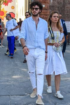 Spring Fashion Casual, Mens Fashion, Fashion Outfits, Street Fashion, White Pants, Jean Outfits, Work Wear, Casual Shirts, Casual Dresses