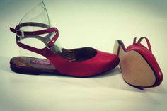 Y que tal un rojo espectacular cómodo y sofisticado elaborado 100% en cuero y excelentes acabados