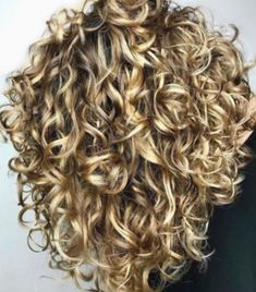 The Secret To Amazing Curly Hair The Secret To Amazing Curly Hair,hair / style Adorable curly hair Related posts:Tape resist watercolor painting - crafts for kidsOrganized Kitchen Pantry Ideas - Home Organization Stylish. Blonde Curly Hair, Curly Hair Tips, Short Curly Hair, Curly Hair Styles, Blonde Curls, Blonde Tips, Style Curly Hair, Perms For Short Hair, Curly Perm