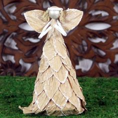 Angel crafted from natural materials at at http://burlapcorner.com/handcrafted-angels/