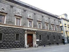 Paazzo Gravina a Napoli. Iniziato da Gabriele d'Agnolo nel 1528. Interventi di Giovanni Francesco di Paola tra il 1548 e il 1549
