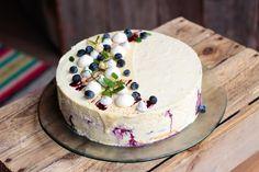 Valkosuklaa-mustikkamousse hääkakku // White chocolate blueberry wedding cake