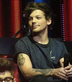 Louis Tomlinson. Wow he's perfect!!