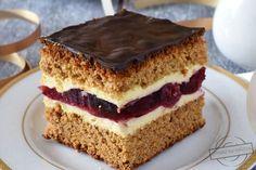 Cóż tu dużo pisać - ciasto smakuje dokładnie tak jak się nazywa;) Do przygotowania ciasta używamy bowiem zmielonych na drobno pierniczków lukrowanych.  W oryginale jest to ciasto z wkładką z owocami czarnej porzeczki, jednak z braku kompotu z porzeczkami zdecydowałam się na wiśnie, które również ś Polish Cake Recipe, Polish Recipes, Baking Recipes, Cake Recipes, Homemade Cakes, Bakery, Good Food, Food And Drink, Favorite Recipes
