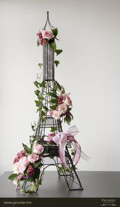 Paris flower arrangement http://boutique.prunier.mx/collections/collection-paris-arte-floral/products/tour-eiffel