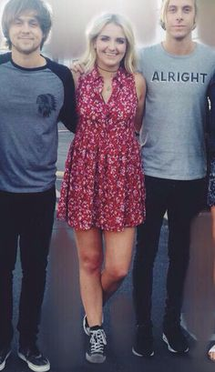 I like how Rikers  shirt says alright like he's ok with rydellington haha she was wearing that dress in her magazine:)