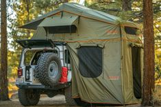 The ROAM Vagabond XL is a durable foldout rooftop tent that sleeps 4 people on top of a high-density foam mattress. This all-weather tent can be easily installed on a variety of standard roof racks and takes minutes to pitch. Jeep Tent, Truck Tent, Top Tents, Roof Top Tent, Rooftop Tent Camping, Jeep Wrangler Accessories, Jeep Accessories, Off Road Camper Trailer, Aluminium Ladder