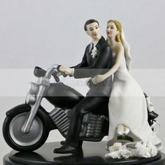 Cake Topper Sposi in moto/ Motorcycle cake topper. Disponibile su/Available: http://www.ilvillaggiodeglisposi.com/